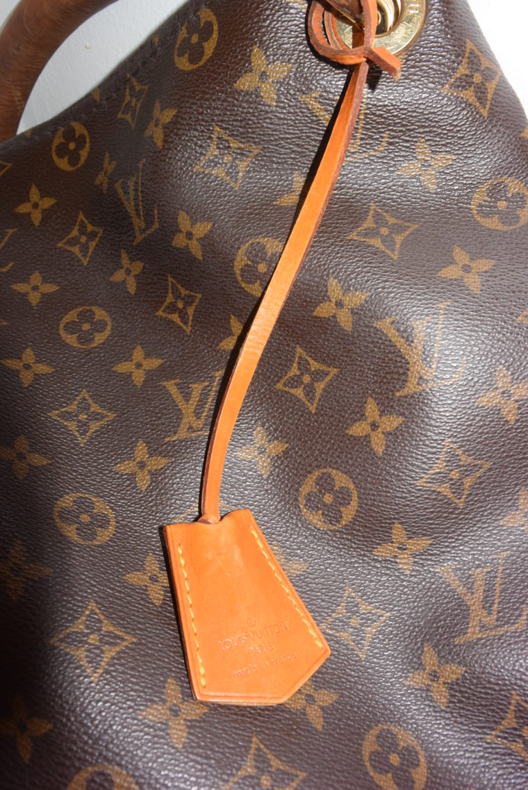 Louis Vuitton Anhänger Schlüsselglocke VVN Leder beige-0