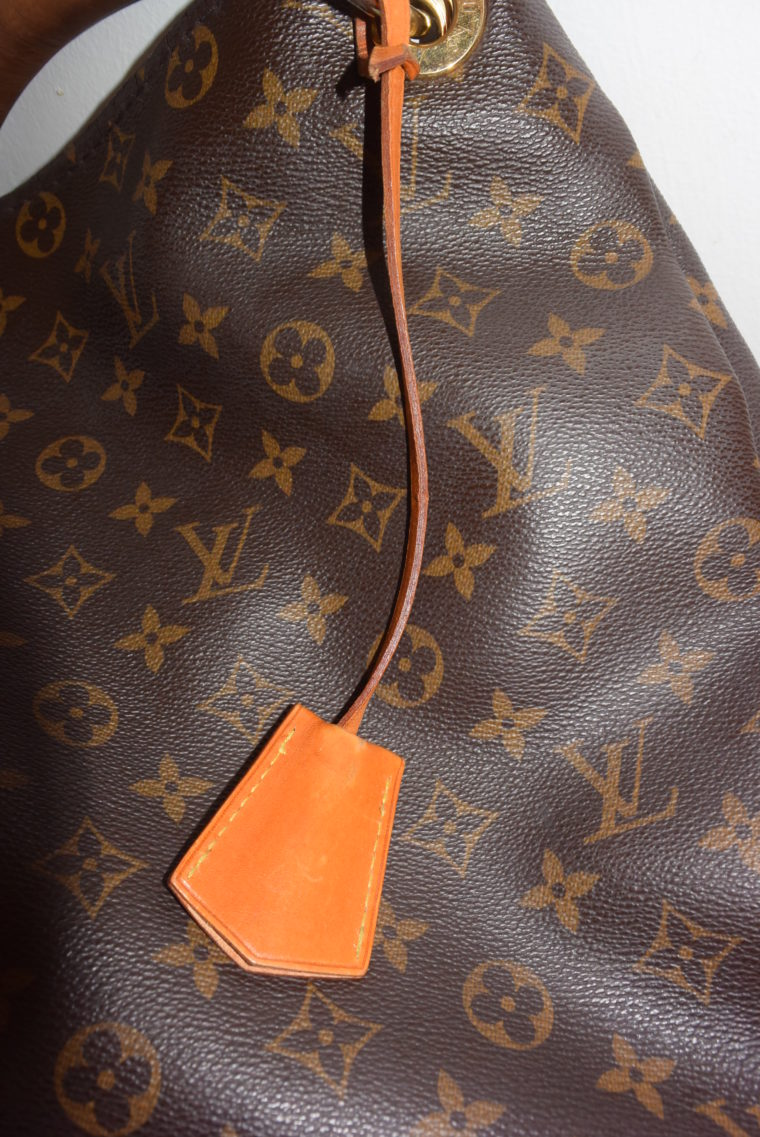 Louis Vuitton Anhänger Schlüsselglocke VVN Leder beige-6466