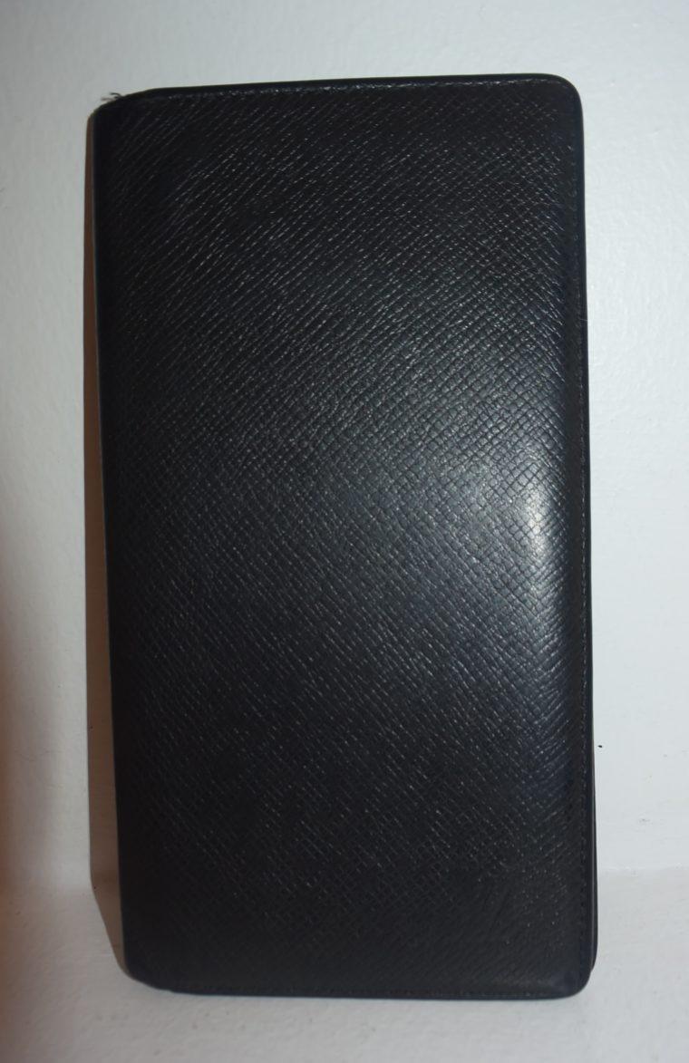 Louis Vuitton Geldbörse Taschenagenda Taigaleder schwarz-8507