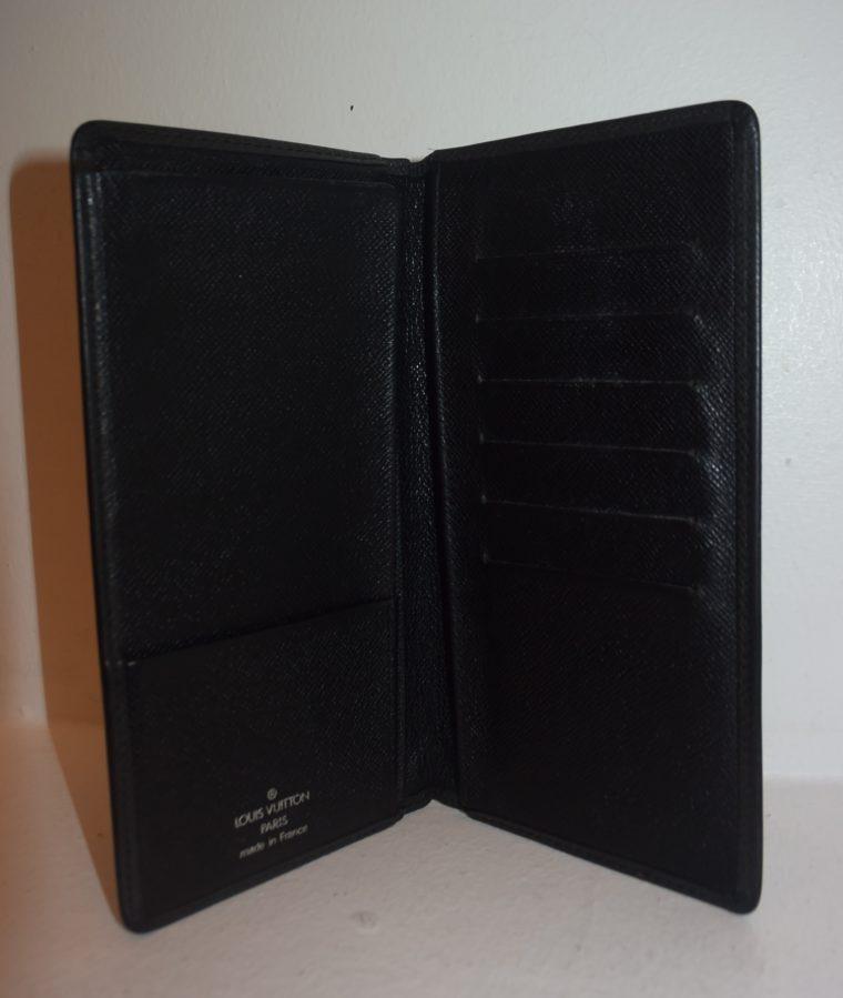 Louis Vuitton Geldbörse Taschenagenda Taigaleder schwarz-0
