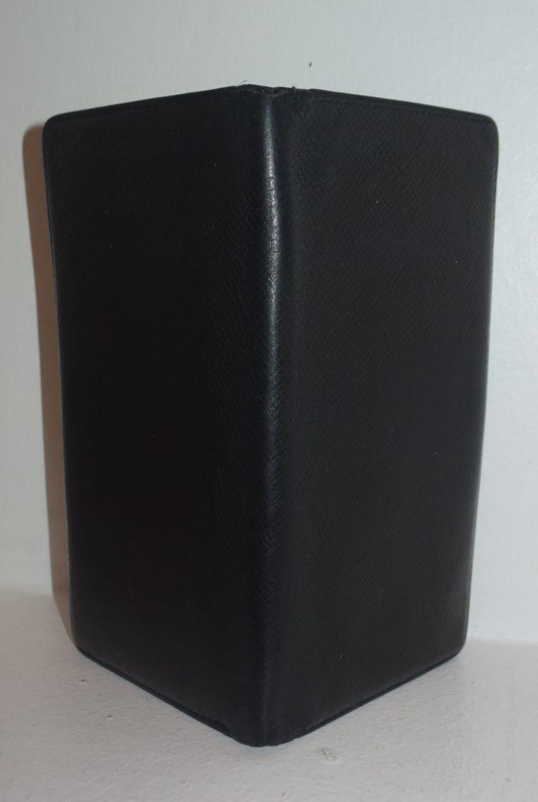 Louis Vuitton Geldbörse Taschenagenda Taigaleder schwarz-8510