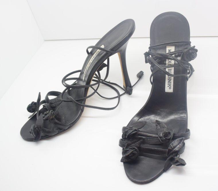 Manolo Blahnik Schuhe Pumps schwarz Blumen 37-0