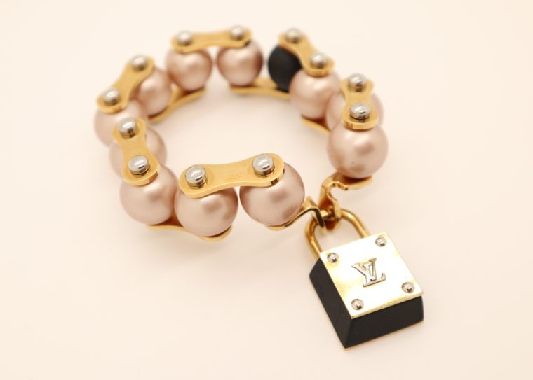 Louis Vuitton Armband Perlen gold-13637